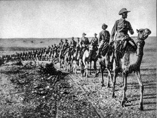 Kaptein von Willeke aan die voorpunt van die kolom van meer as 700 kamele, op pad om Simon Koper te gaan soek. Duitsland sou Simon Koper nooit oorwin nie.